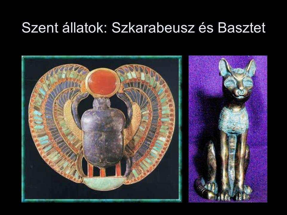 Az első termet az Oziriszként megjelenő hatalmas Ramszesz szobrok díszítik