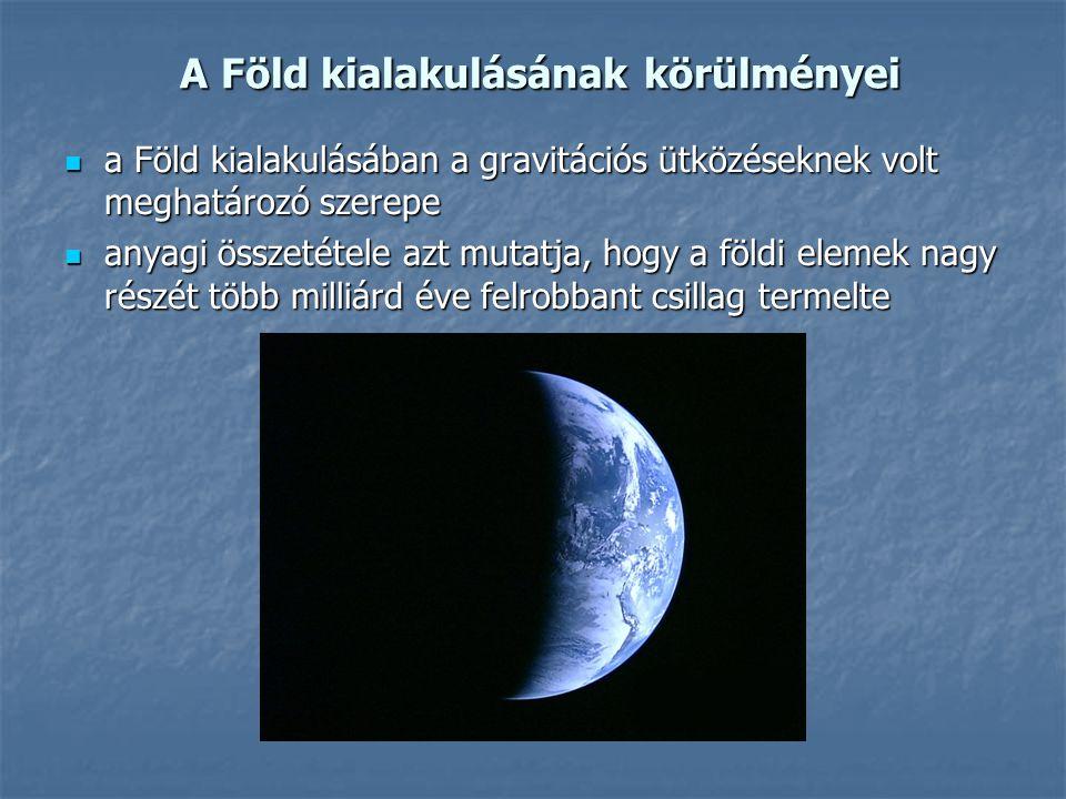 A Föld kialakulásának körülményei A Föld kialakulásának körülményei a Föld kialakulásában a gravitációs ütközéseknek volt meghatározó szerepe a Föld kialakulásában a gravitációs ütközéseknek volt meghatározó szerepe anyagi összetétele azt mutatja, hogy a földi elemek nagy részét több milliárd éve felrobbant csillag termelte anyagi összetétele azt mutatja, hogy a földi elemek nagy részét több milliárd éve felrobbant csillag termelte