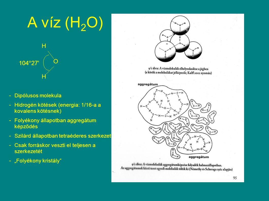 """A víz (H 2 O) H H O 104°27' -Dipólusos molekula -Hidrogén kötések (energia: 1/16-a a kovalens kötésnek) -Folyékony állapotban aggregátum képződés -Szilárd állapotban tetraéderes szerkezet -Csak forráskor veszti el teljesen a szerkezetét -""""Folyékony kristály"""