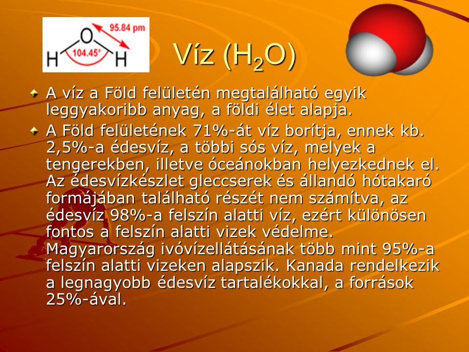 Víz (H 2 O) A víz a Föld felületén megtalálható egyik leggyakoribb anyag, a földi élet alapja. A Föld felületének 71%-át víz borítja, ennek kb. 2,5%-a