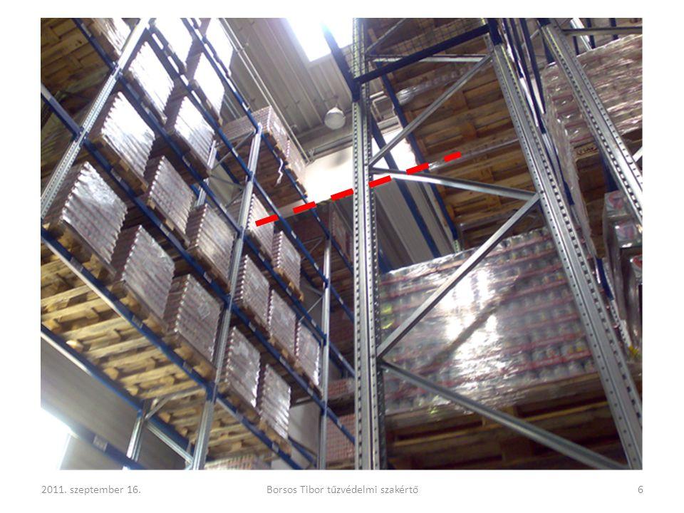575.§ (6) A kiürítésre és menekülésre számításba vett nyílászáró szerkezeteket – kivéve a legfeljebb 50 fő tartózkodására szolgáló helyiségeket és az arra minősített nyílászárókat –, míg a helyiségben tartózkodnak, lezárni nem szabad.