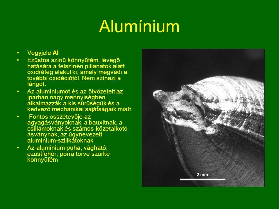 Alumínium Vegyjele Al Ezüstös színű könnyűfém, levegő hatására a felszínén pillanatok alatt oxidréteg alakul ki, amely megvédi a további oxidációtól.