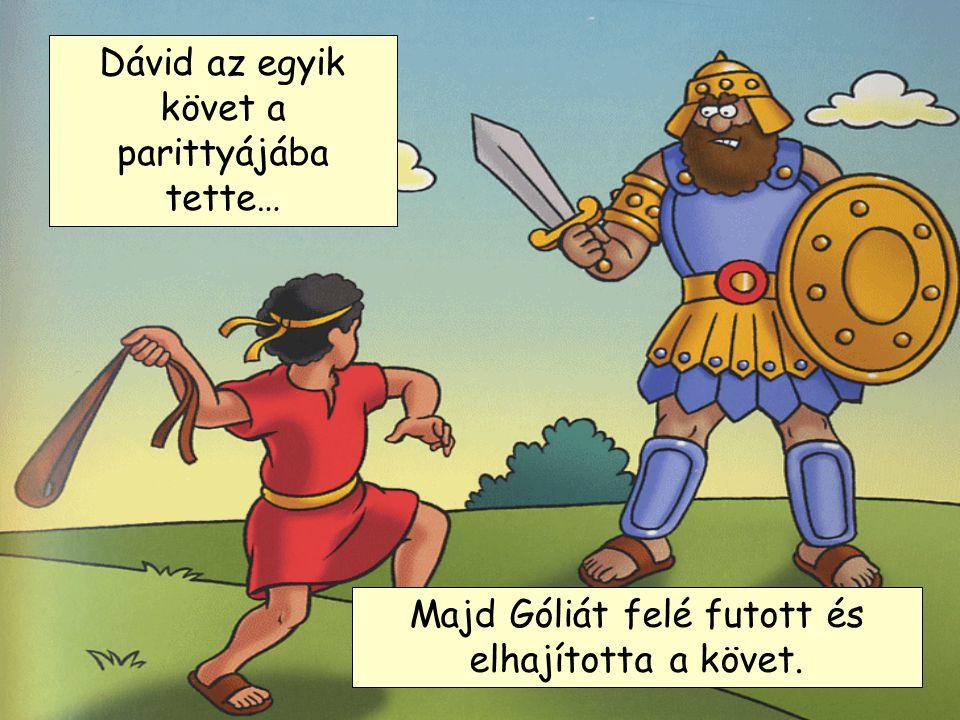 Amikor Góliát meglátta kinevette, de Dávid nem törődött vele. Dávid nem bírta hallgatni, hogy Góliát Isten nevét és így magát Istent csúfolja, így tud