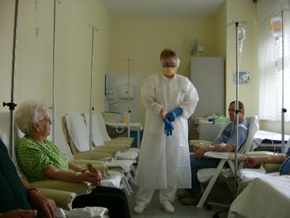 Az osztály szakdolgozói Speciális szakképesítéssel rendelkeznek  onkológiai,  hospice,  diplomás ápoló 10-20 éves szakmai tapasztalat