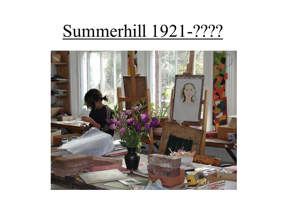 Az évek folyamán sok gyerek került Summerhillbe, akiknek az életkedvét elvették, akik az életben vereséget szenvedtek, akik be voltak zárkózva önvédő stratégiákba, akik ezért akarattal hibáznak, és tele vannak félelemmel, gyanakvóak, és gyűlölettel teltek.