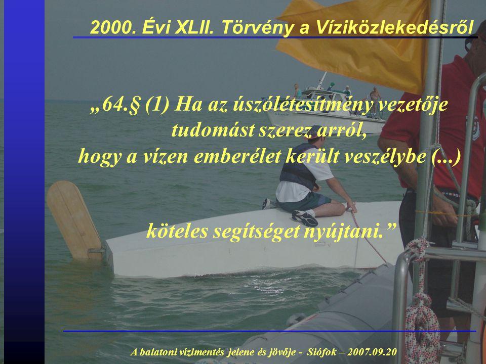 """2000. Évi XLII. Törvény a Víziközlekedésről """"64.§ (1) Ha az úszólétesítmény vezetője tudomást szerez arról, hogy a vízen emberélet került veszélybe (."""