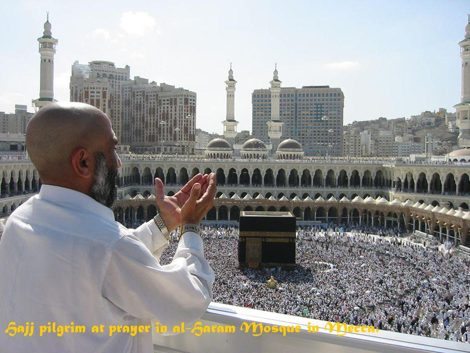 Hajj (Zarándokút) Minden muzulmánnak szent kötelessége legalább egyszer elzarándokolni Mekkába 2-3 millión muzulmán vesz részt évente a zarándoklaton