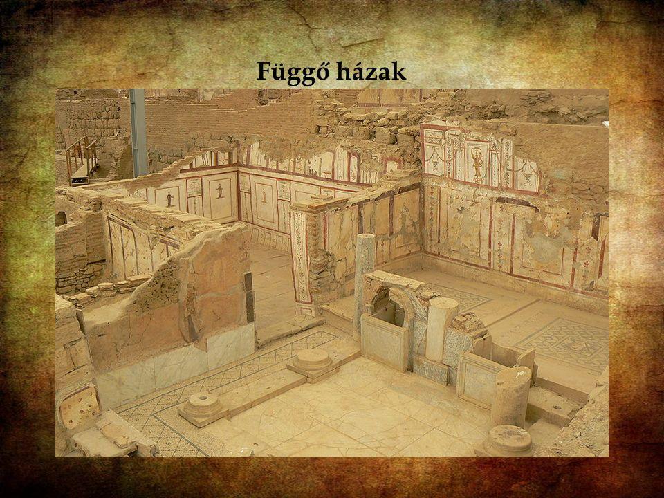 A függő házak [ Hadrianus templomával szemben a régészek több patríciusházat tártak fel. A házakat az 1. században építették, majd a 6. századig többs