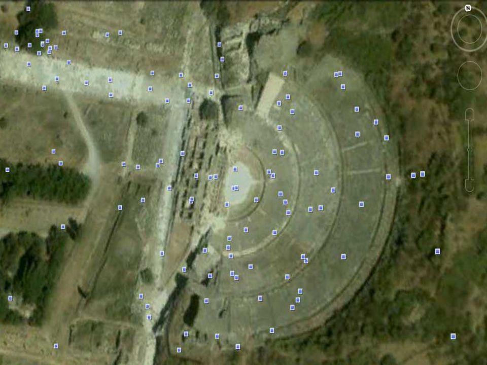 A színház és az Arkadiana út : Epheszosz legjobb állapotban megmaradt épülete. Nemcsak színielőadásoknak, hanem népgyűléseknek, közösségi összejövetel
