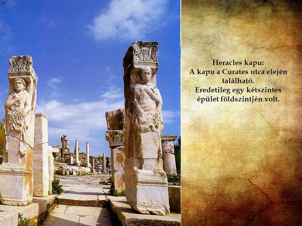 A színháztól a kikötőbe vezető Arkadiana néven ismert út a város legfontosabb útja volt. Többször is átépítették, legutoljára Arcadius idejében, és ró