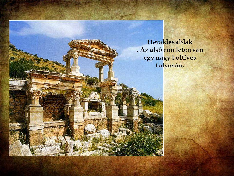 Heracles kapu: A kapu a Curates utca elején található. Eredetileg egy kétszintes épület földszintjén volt.