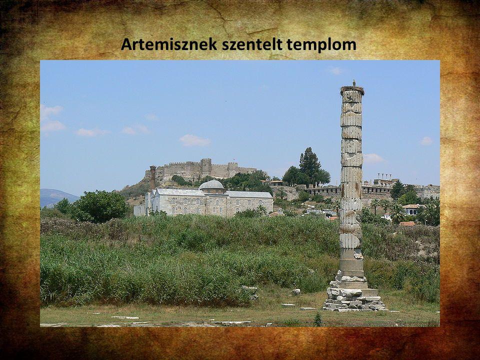 Ma Törökországban helyezkedik el. Iónia legfontosabb metropolisza a Prion hegy lábánál, a Kaüsztrosz folyó torkolata közelében. Nyugatot Kelettel össz