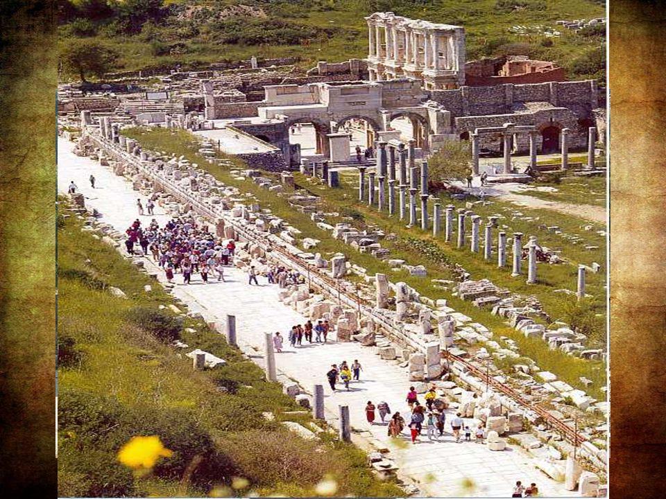 Amikor i.e 27-ben Augustus császár lett, Epheszoszt Asia provincia fővárosává tette. A város Róma után a birodalom második legnagyobb városa lett, fén