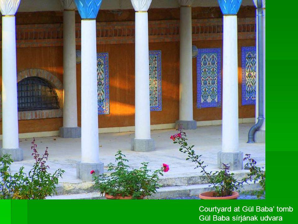 Courtyard at Gül Baba' tomb Gül Baba sírjának udvara