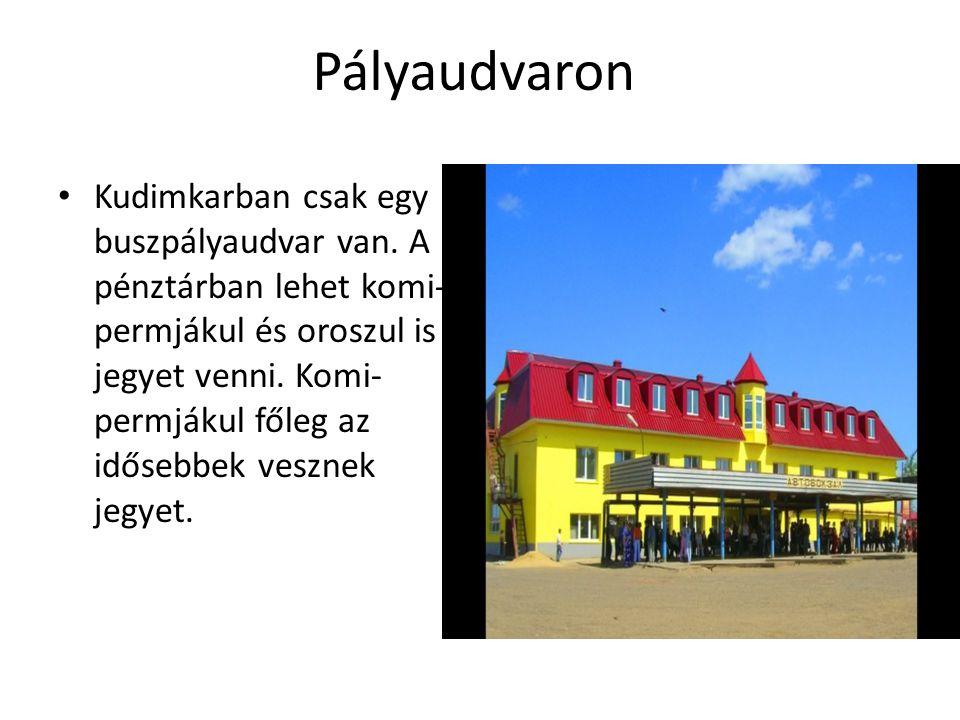 Pályaudvaron Kudimkarban csak egy buszpályaudvar van. A pénztárban lehet komi- permjákul és oroszul is jegyet venni. Komi- permjákul főleg az idősebbe