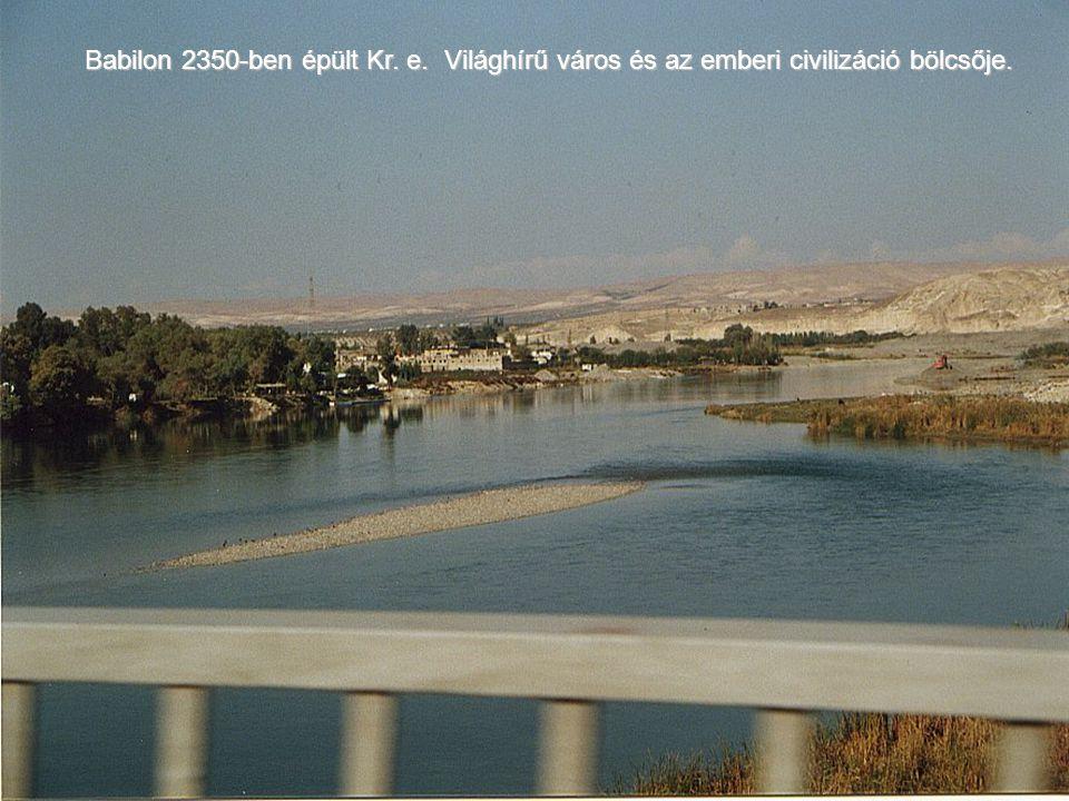 A város az Eufratesz (Purat) folyó mindkét oldalán fekszik