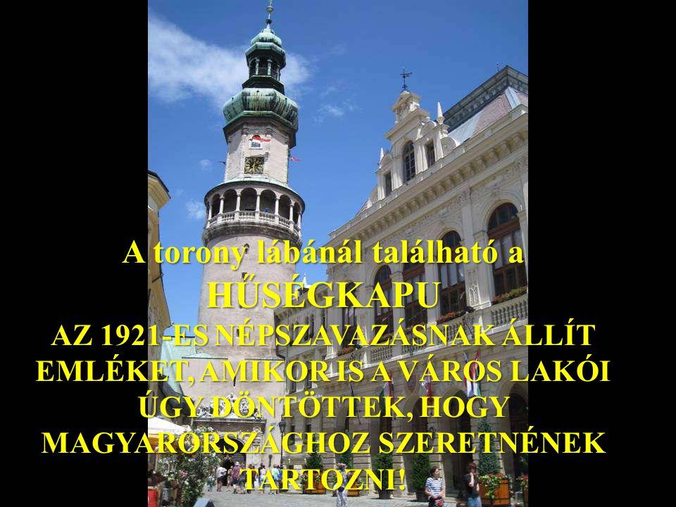 A torony lábánál található a HŰSÉGKAPU AZ 1921-ES NÉPSZAVAZÁSNAK ÁLLÍT EMLÉKET, AMIKOR IS A VÁROS LAKÓI ÚGY DÖNTÖTTEK, HOGY MAGYARORSZÁGHOZ SZERETNÉNEK TARTOZNI!