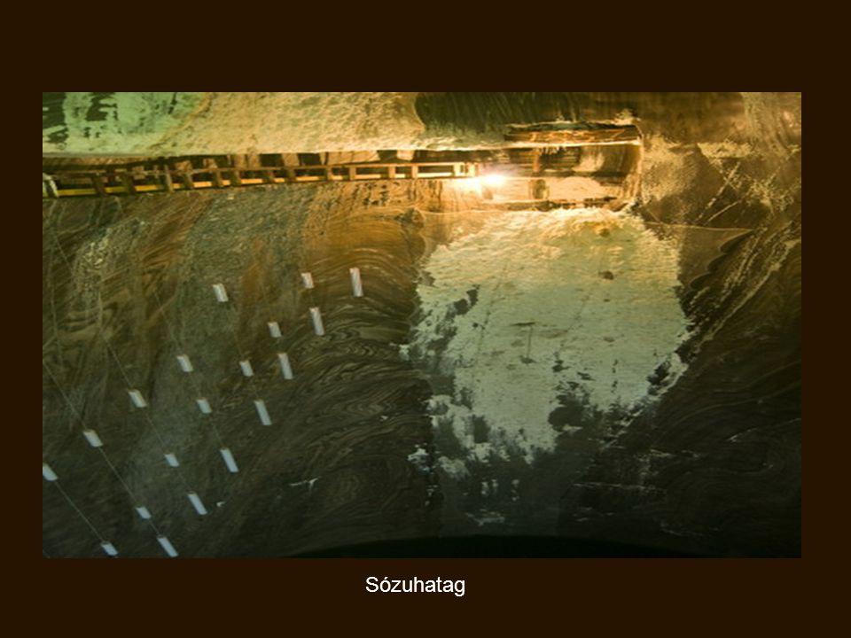A sótelep felszínén a só tiszta állapotban, nagyszemcséjű kristályokban található.