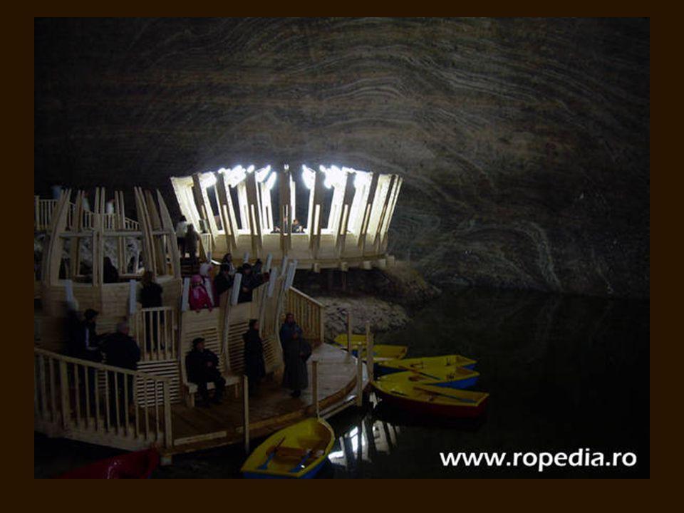 A csónakkikötő A Mária Terézia bánya tavának látképe a Rudolf bánya erkélyéről
