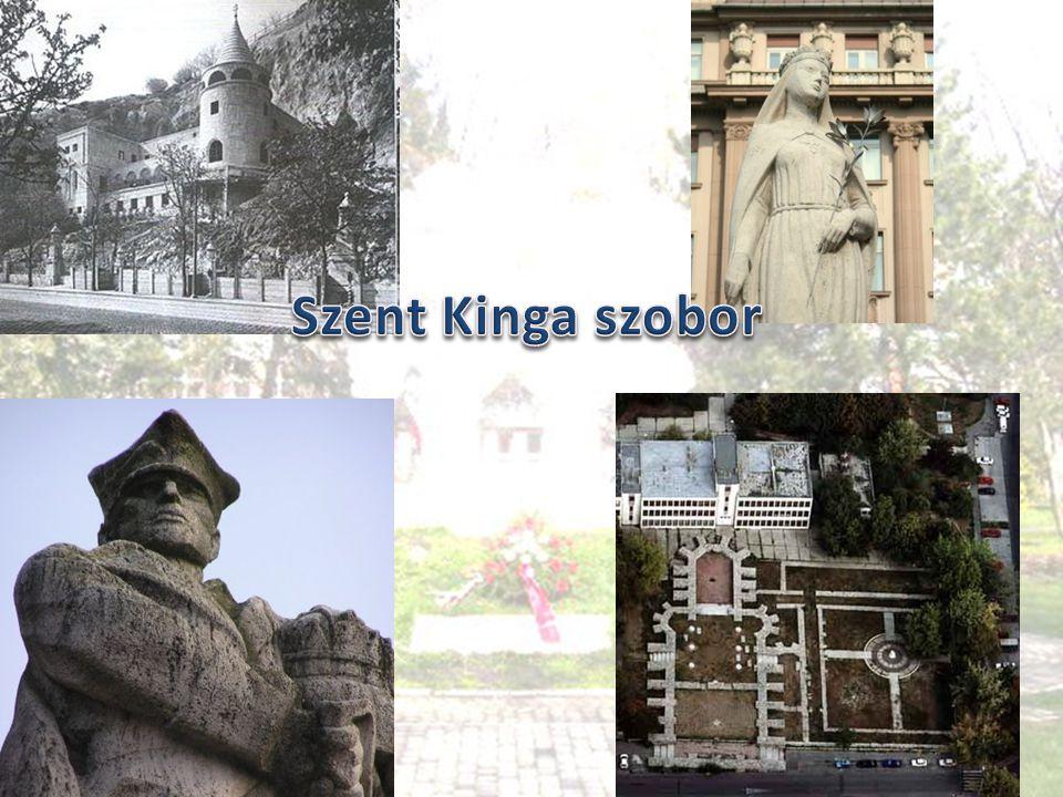  A szobor Budapesten, az V.kerületben a Március 15.