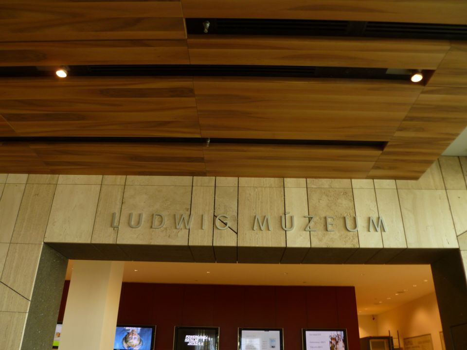 Ludwig Múzeum – Kortárs Művészeti Múzeum A Ludwig Múzeum Magyarország egyetlen, nemzetközi anyagot is gyűjtő kortárs művészeti múzeuma.