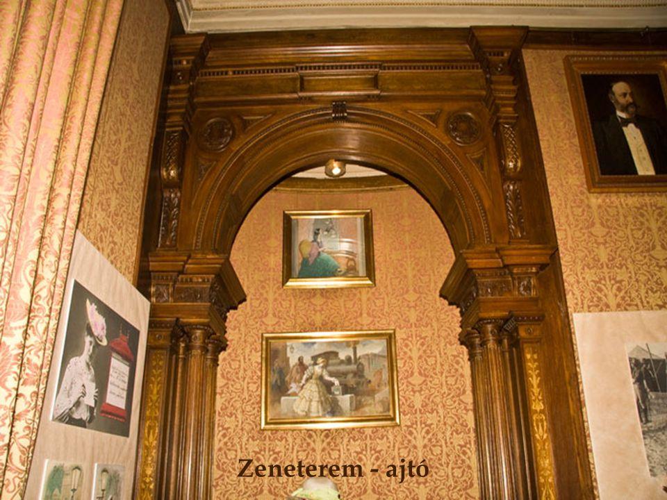 Zeneterem - ajtó