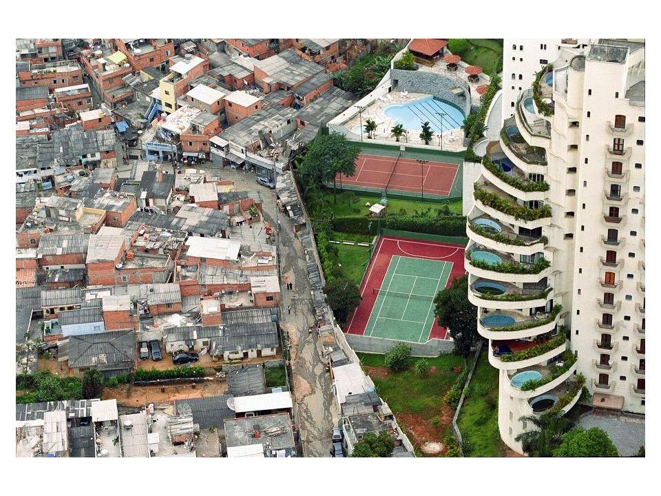 Nevük országról országra változik: Latin-Amerikában hívhatják ranchónak, favelának, Ázsiában bustee, vagy kampong, Afrikában bidonville, shantytown.