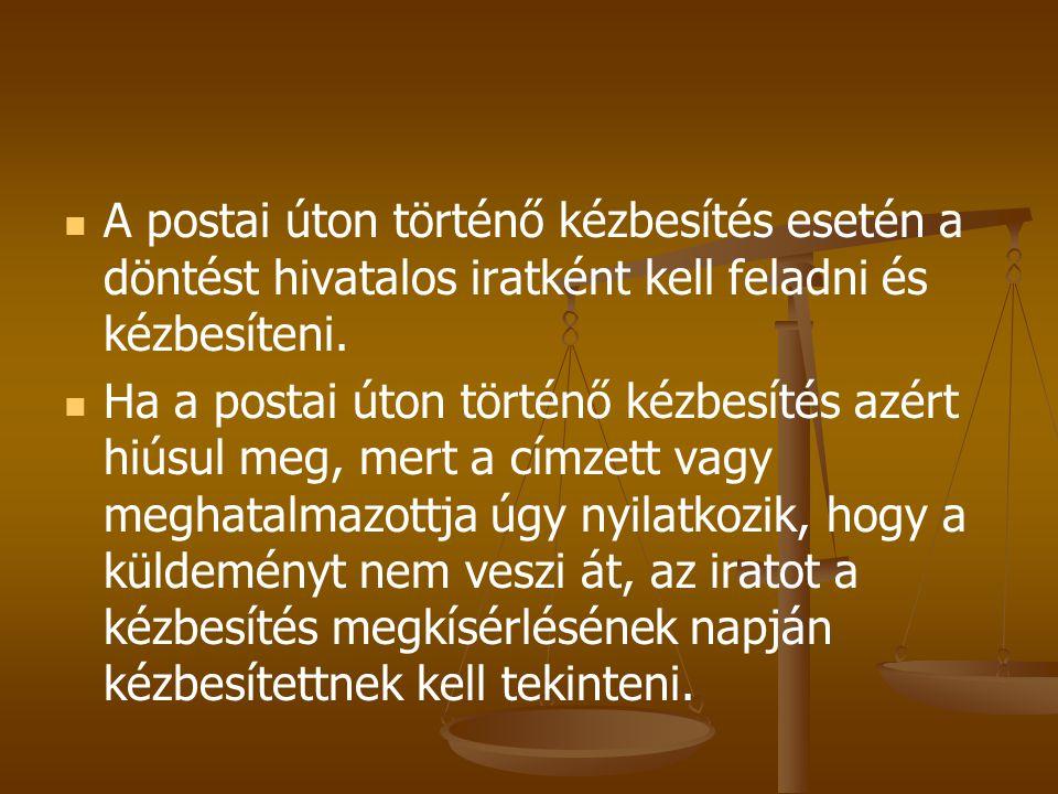 A postai úton történő kézbesítés esetén a döntést hivatalos iratként kell feladni és kézbesíteni.