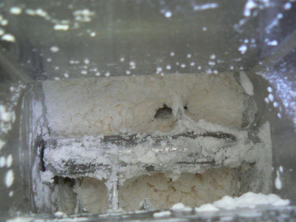 """A granulálandó anyagot betöltése a készülék dobjába A dob forgásának megindítása→homogenizálás Granuláló folyadék betöltése """"Massza"""" gyúrása Készülék"""