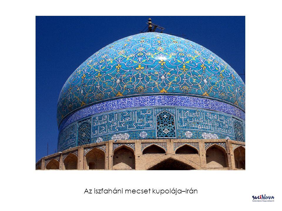 Az iszfaháni mecset kupolája–Irán