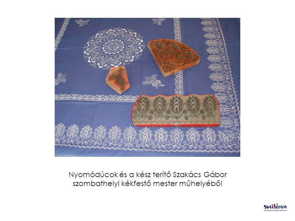 Nyomódúcok és a kész terítő Szakács Gábor szombathelyi kékfestő mester műhelyéből