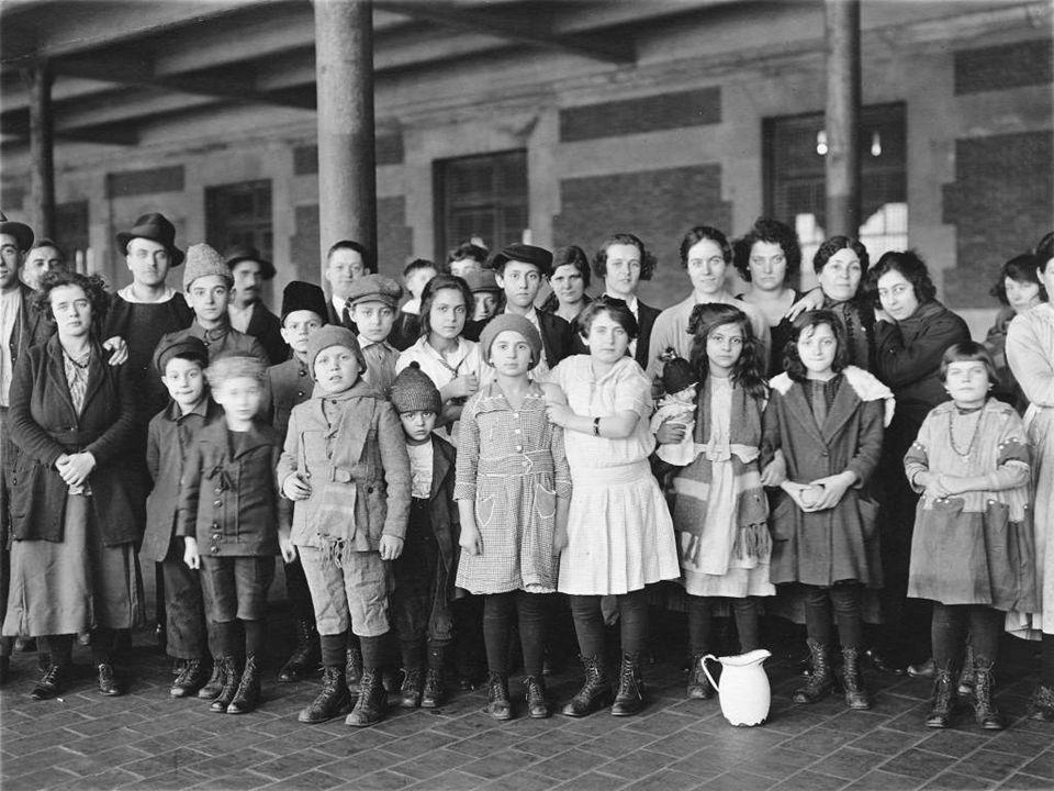 A XX. század elején a fekete emberek érkeztek New York-ba a déli államokból munkát keresni. Manapság a kivándorlók többsége Ázsiából és spanyol ajkú o