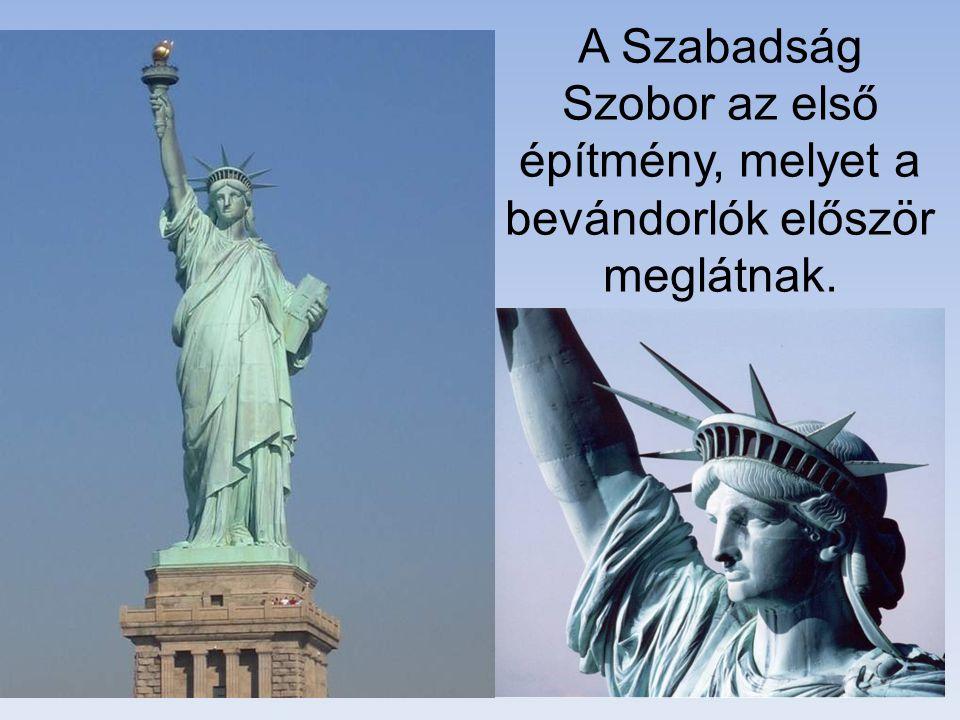 A Szabadság Szobor az első építmény, melyet a bevándorlók először meglátnak.