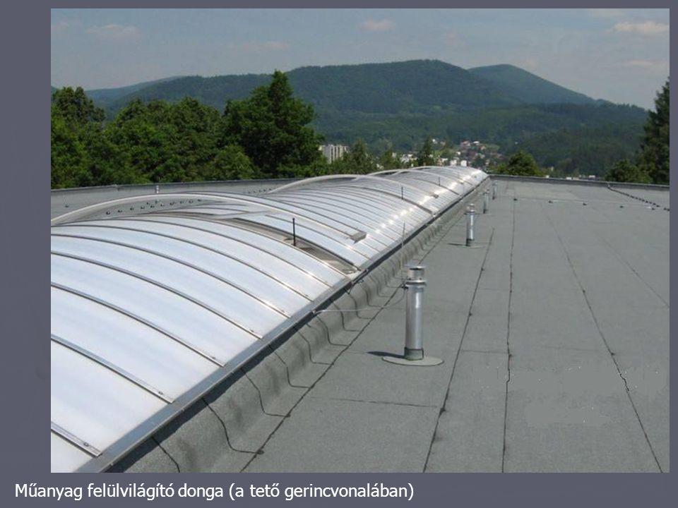 Műanyag felülvilágító donga (a tető gerincvonalában)