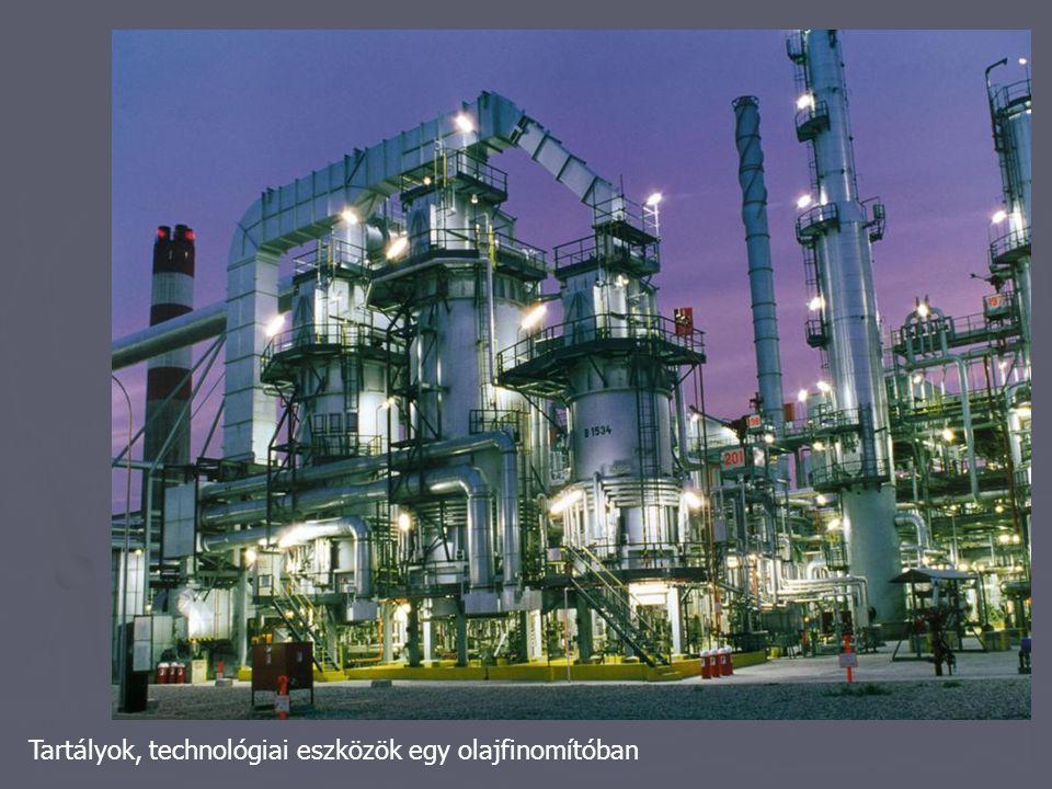Tartályok, technológiai eszközök egy olajfinomítóban