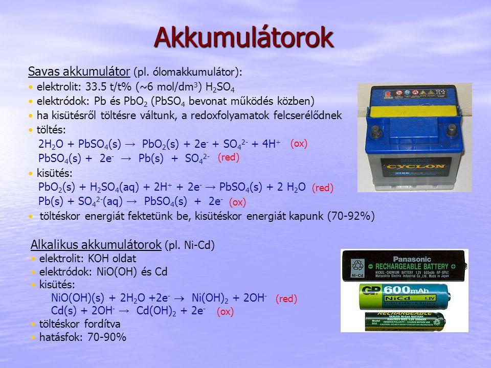 Akkumulátorok Savas akkumulátor (pl. ólomakkumulátor): elektrolit: 33.5 t/t% (~6 mol/dm 3 ) H 2 SO 4 elektródok: Pb és PbO 2 (PbSO 4 bevonat működés k