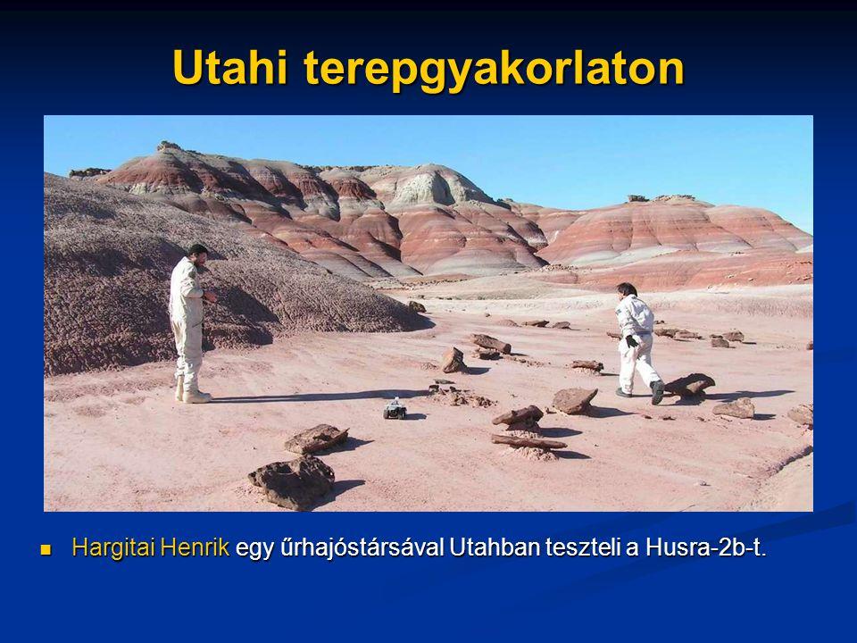 Utahi terepgyakorlaton Hargitai Henrik egy űrhajóstársával Utahban teszteli a Husra-2b-t.