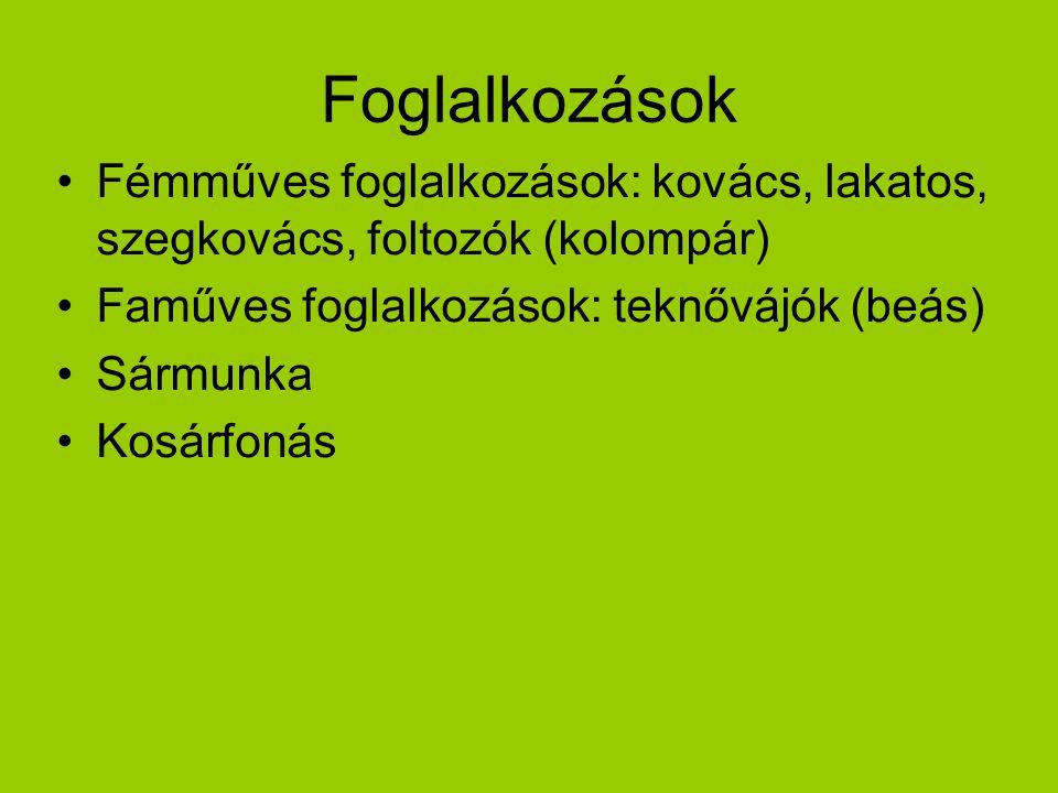 Foglalkozások Fémműves foglalkozások: kovács, lakatos, szegkovács, foltozók (kolompár) Faműves foglalkozások: teknővájók (beás) Sármunka Kosárfonás