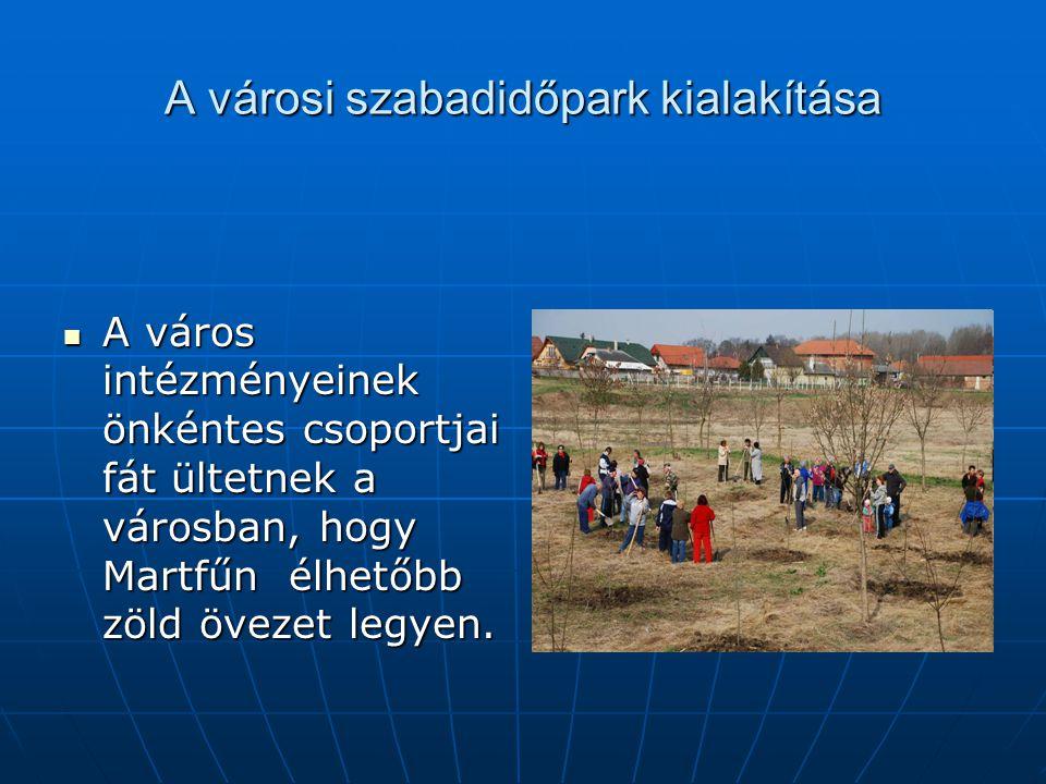 A városi szabadidőpark kialakítása A város intézményeinek önkéntes csoportjai fát ültetnek a városban, hogy Martfűn élhetőbb zöld övezet legyen. A vár