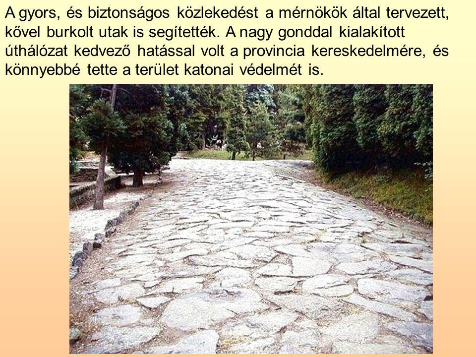 A gyors, és biztonságos közlekedést a mérnökök által tervezett, kővel burkolt utak is segítették. A nagy gonddal kialakított úthálózat kedvező hatássa