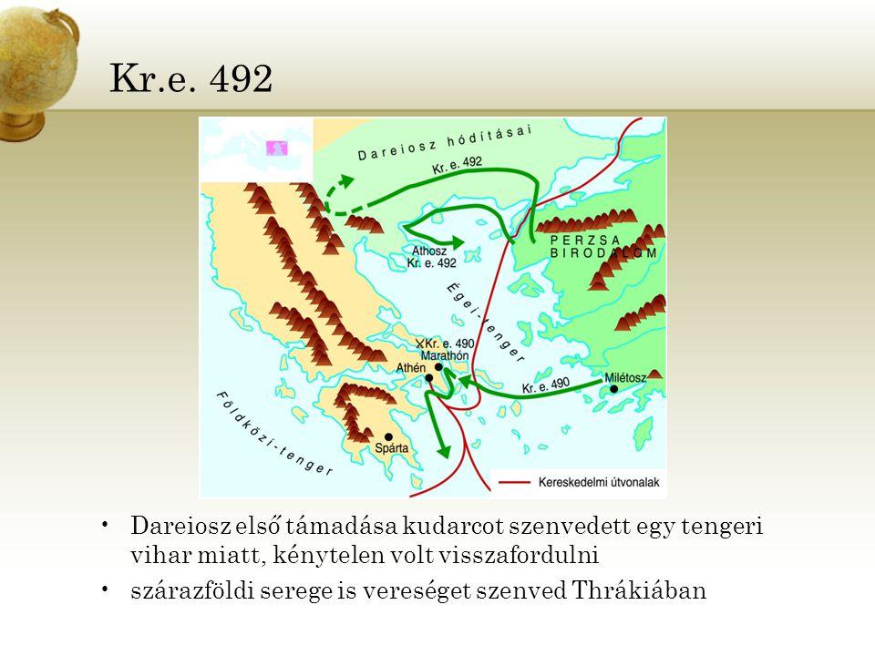 Kr.e. 492 Dareiosz első támadása kudarcot szenvedett egy tengeri vihar miatt, kénytelen volt visszafordulni szárazföldi serege is vereséget szenved Th