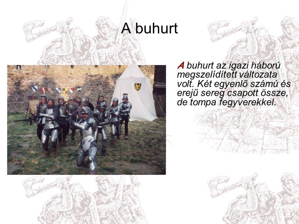 A párviadal L ovagok állnak szemben egymással, teljes lovagi felszerelésben, és lovagi módon harcolnak.