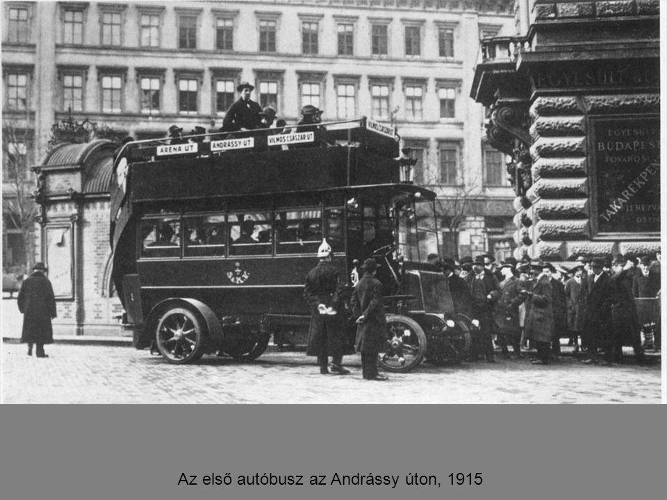 Az első autóbusz az Andrássy úton, 1915