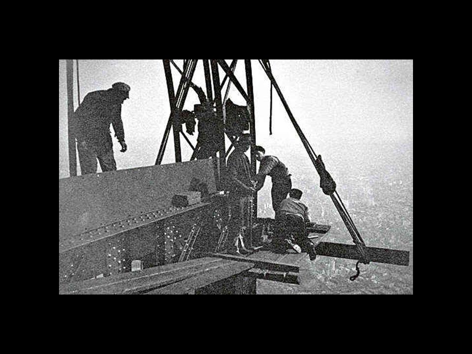 A torony minden egyes fém elemét a torony építésének korában jól bevált módszerrel, szegecsekkel rögzítették.