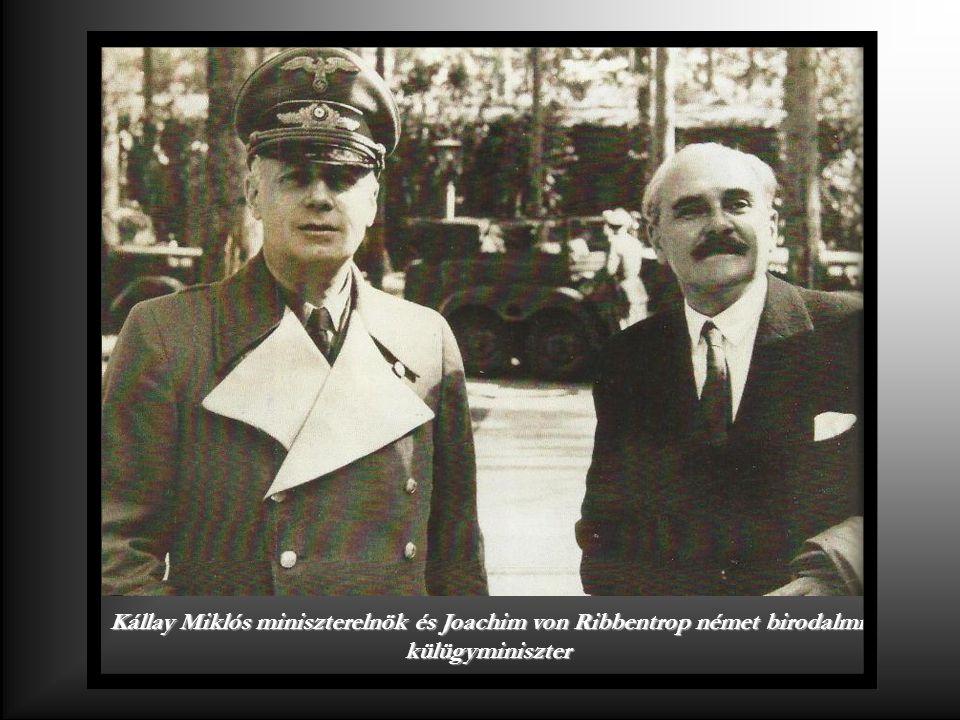 Gróf Csáky István magyar külügyminiszter a II. bécsi döntés aláírásakor a Belvedere palotában 1940.