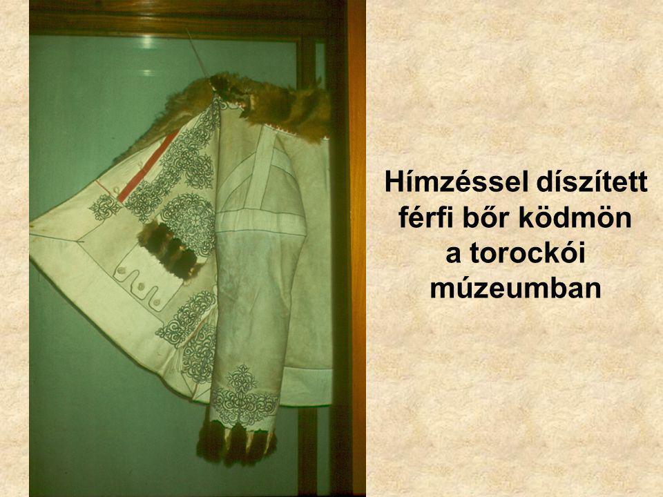 Hímzéssel díszített férfi bőr ködmön a torockói múzeumban