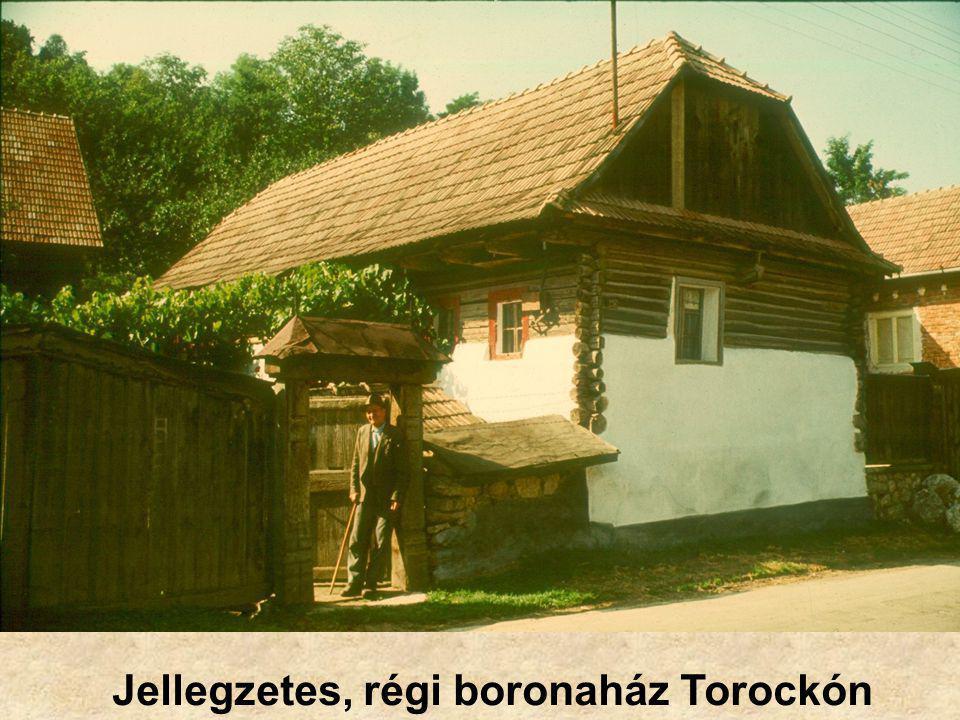 Jellegzetes, régi boronaház Torockón