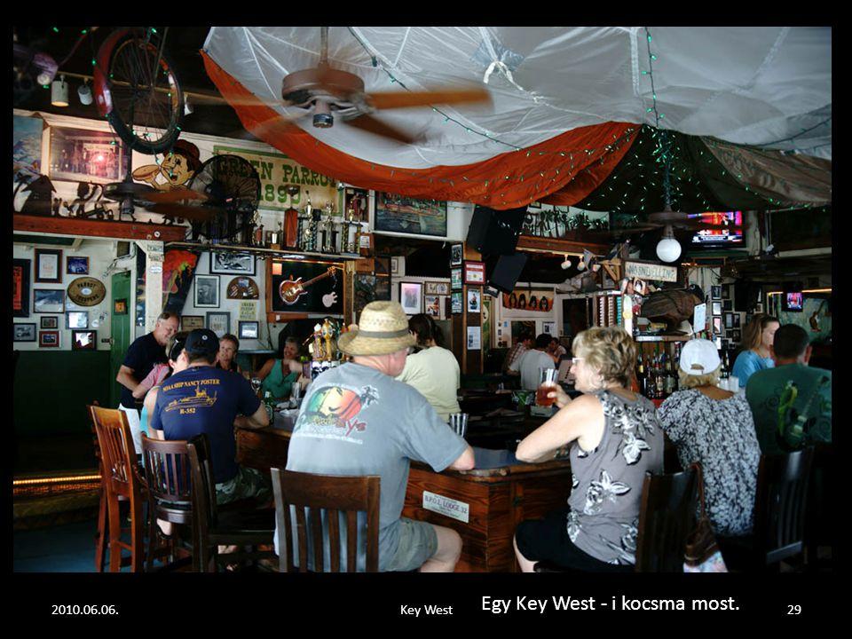 2010.06.06.Key West28 Hemingway, bal oldalon, középen, gyakran átjárt a szemközti kocsmába