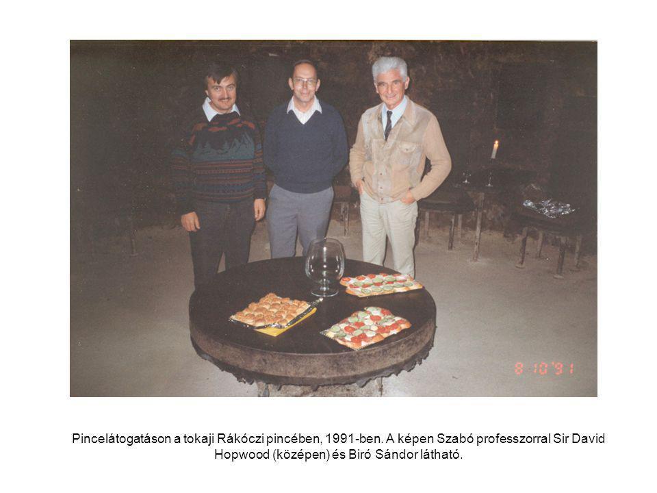 Pincelátogatáson a tokaji Rákóczi pincében, 1991-ben.