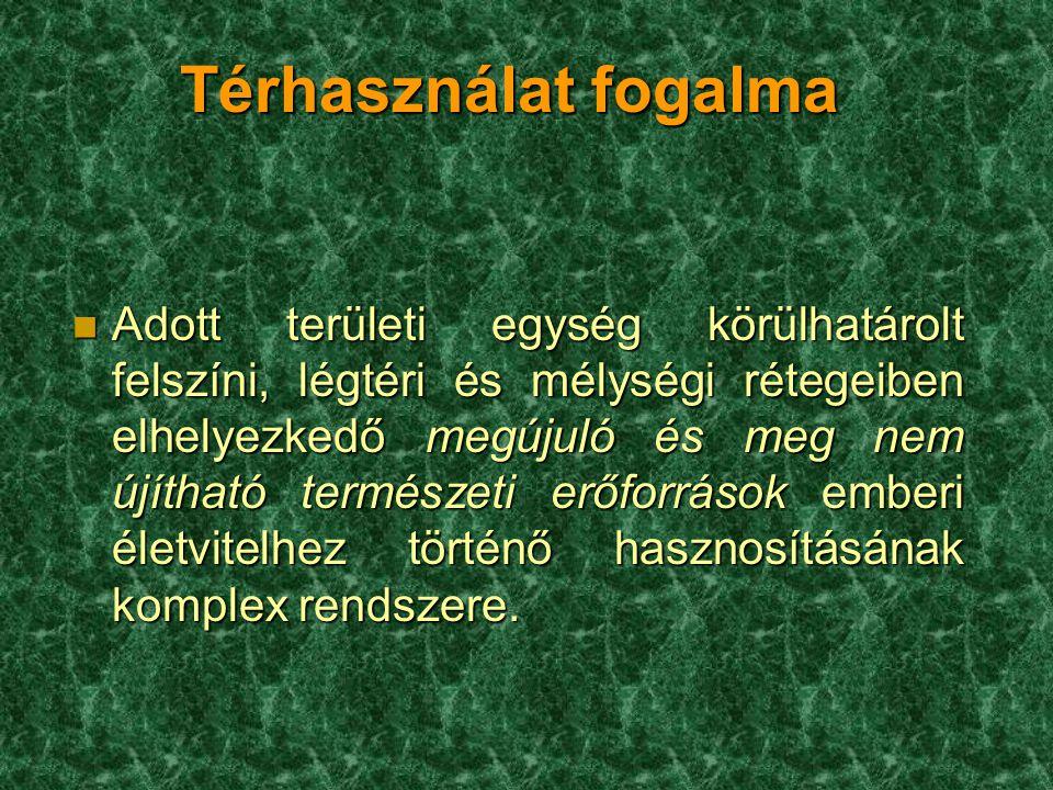Térhasználat fogalma n Adott területi egység körülhatárolt felszíni, légtéri és mélységi rétegeiben elhelyezkedő megújuló és meg nem újítható természe